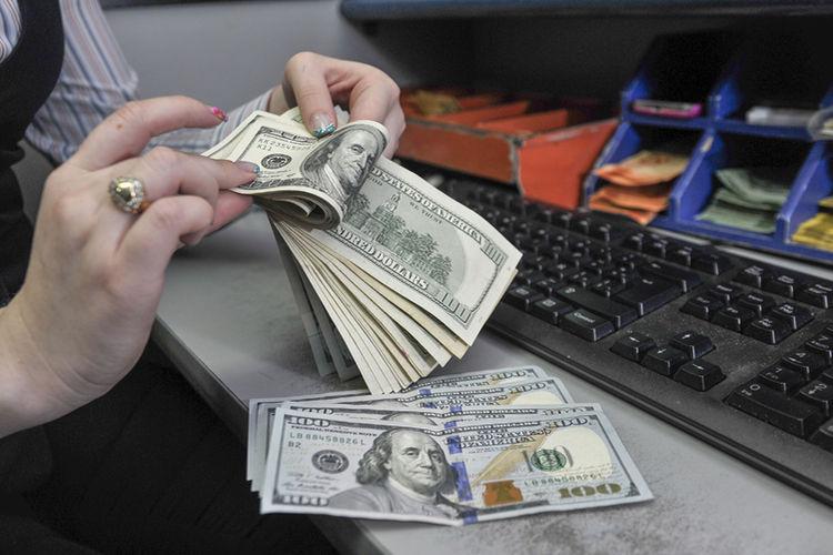 El valor del dólar llegó a ¢559 durante el primer semestre del 2014.