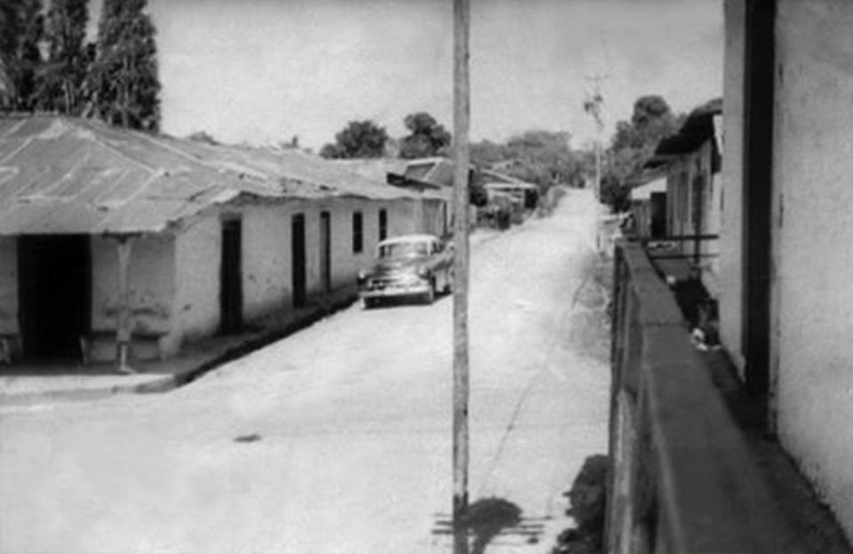 A typical street in Escazú in 1957.