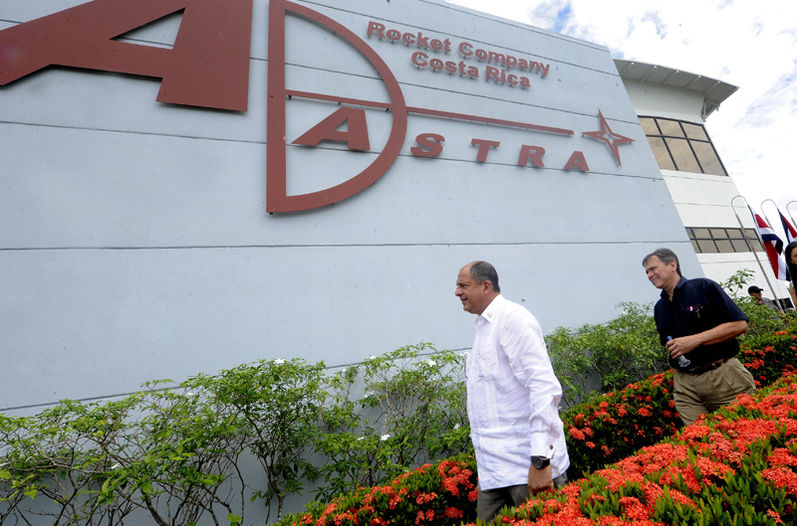 President Luis Guillermo Solís (L) with Franklin Chang (R) visiting the Ad Astra offices in Guanacaste.