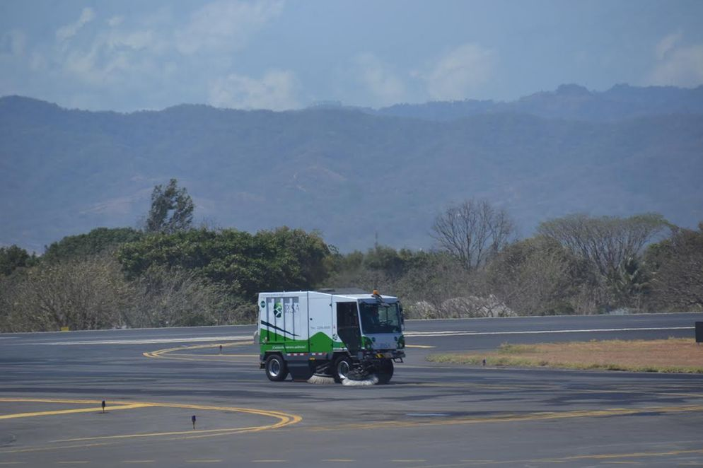 cleaning-up-the-san-jose-airport51343