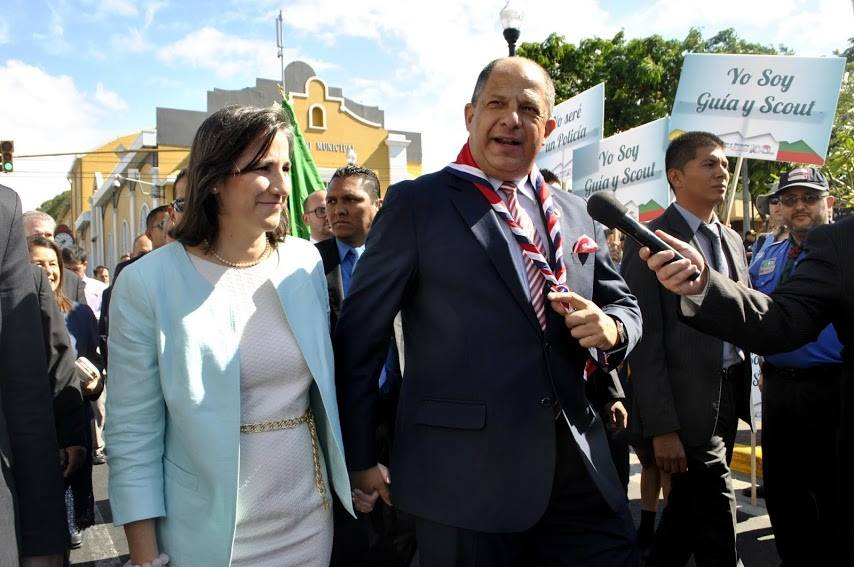President Luis Guillermo Solis and his wife, Mercedes Peña, taking part in the Alajuela activity honoring Costa Rican hero Juan Santamaria on his day, April 11