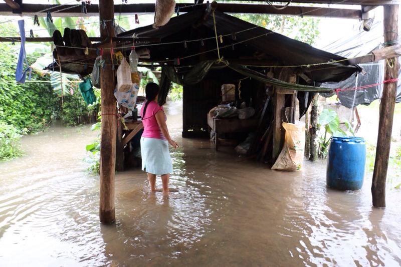 Marcia Mendoza se le inundó su casa en el barrio Bromelias, en Río Jiménez
