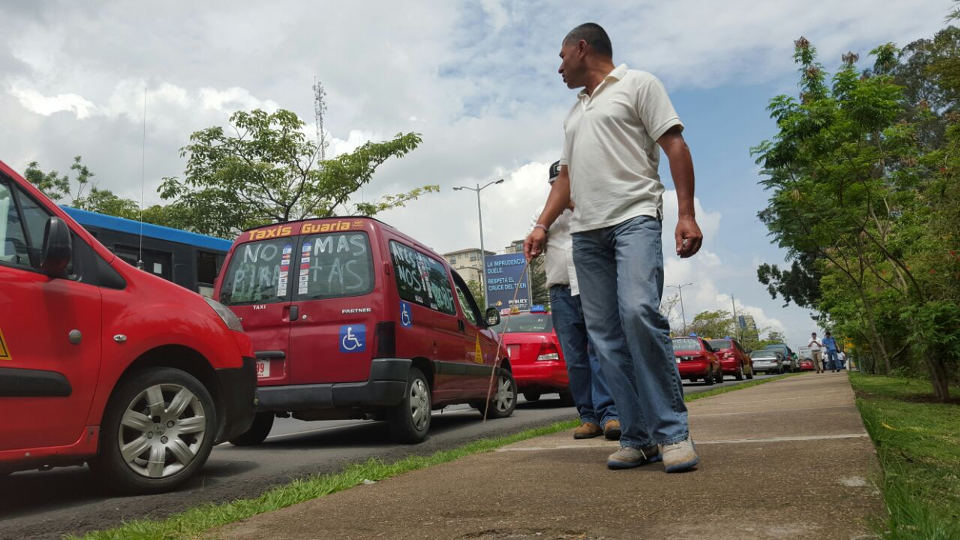 "Taxi drivers are applying ""tortugismo"" in various parts of the country"
