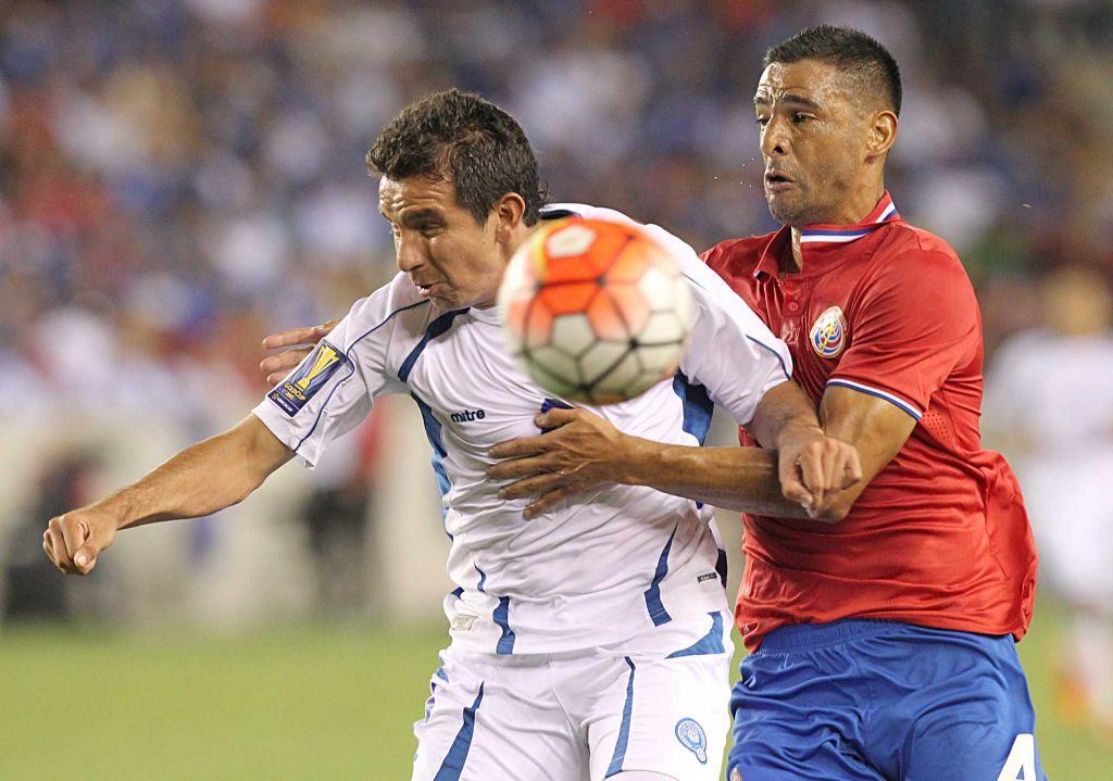 El Salvador's Rafael Burgos, left, and Costa Rica's Michael Umana fight for position Saturday night.
