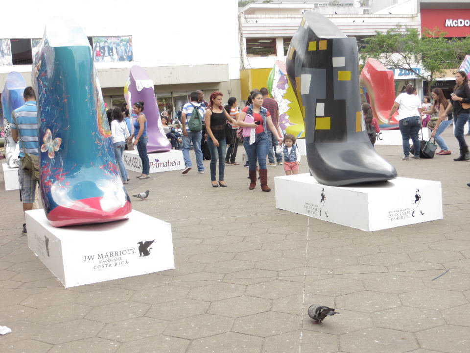 Corporate sponsors, along with the national art museum (known as MAC) brought this exhibit of giant women's shoes to the Plaza de la Cultura.