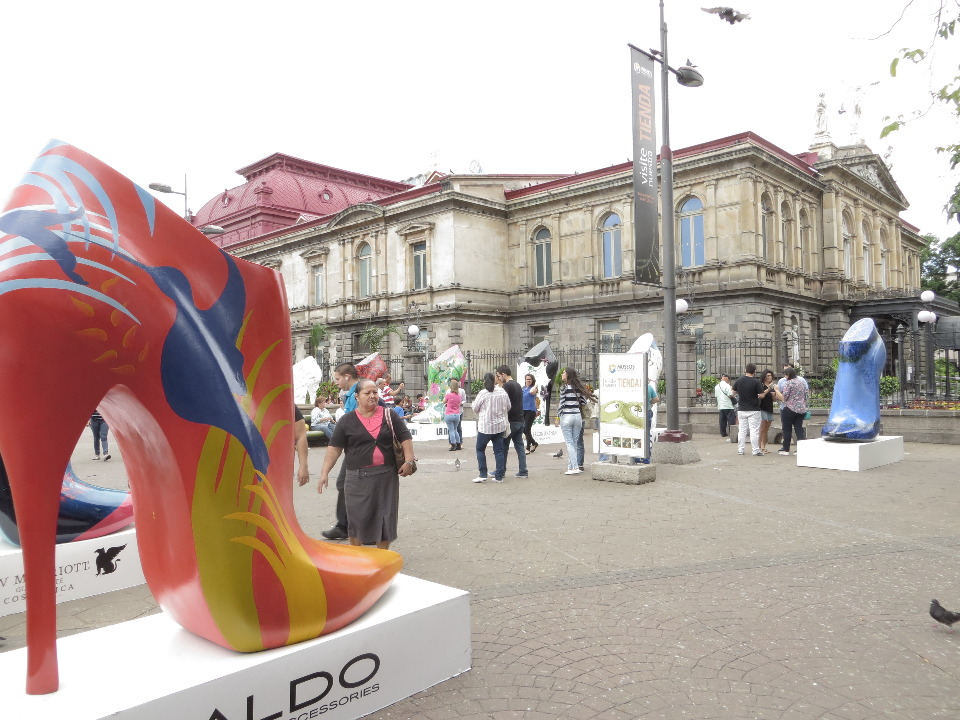 Next to the venerable National Theater in Downtown San José, is an exhibit of giant shoes from the national art museum