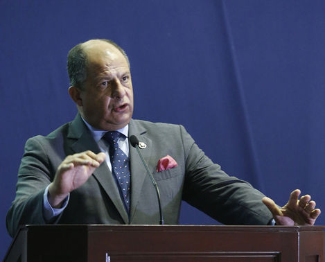 President Luis Guillermo Solis speaking to the business services sector on Friday. Photo Casa Presidencial