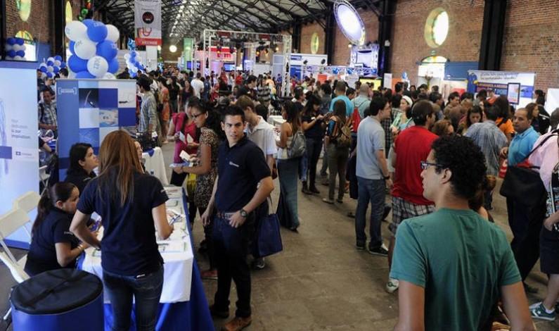 Thousands seeking work attend job fairs