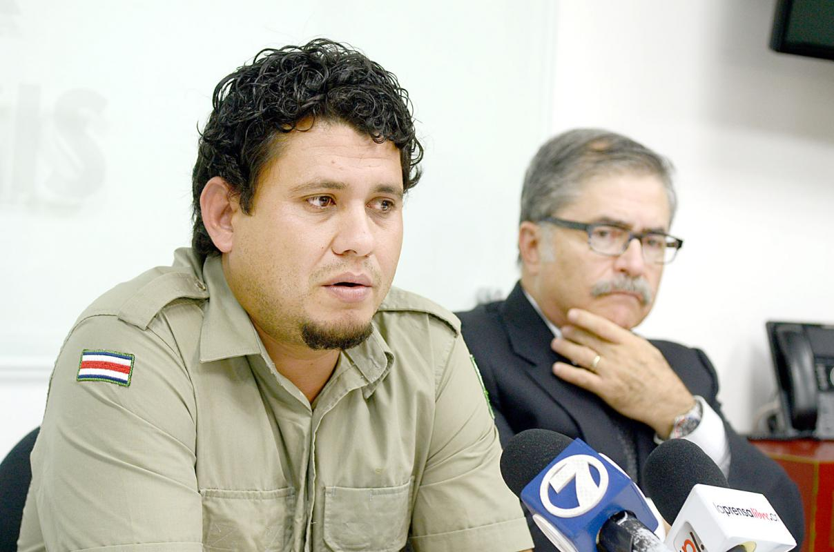 "Mauricio Steller (left) with his lawyer, Juan Diego Castro, in a television interview Wednesday, about his ""unjsut conviction""."