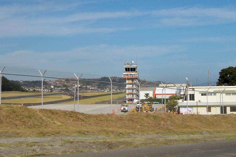 Aeropuerto Internacional Tobias Bolaños