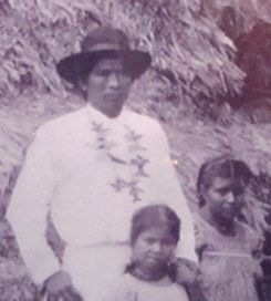 Antonio Saldaña and two of his children around the 1900s