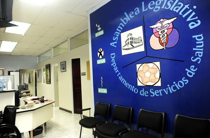 In contrast to the typical EBAIS across the country, the waiting room at the Legislative EBAIS is empty. This clinic serves1,000 employees of the Legislative Assembly, while the community clinics serve on average 4,000 people. Photo MELISSA FERNÁNDEZ, La Nacion