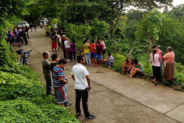 Family, friends and colleagues gather following the murder of Victor Mauricio Sigaran. Photo: Roberto Valencia