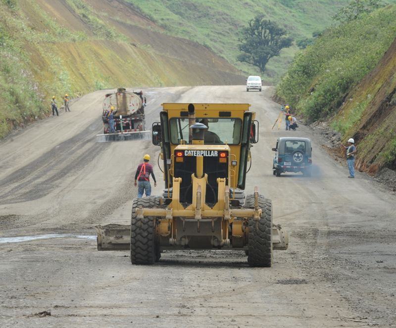 More than 280 people are involved in the construction of the four lane road to San Carlos. Ministry of Transport has hired ICE to oversee the road to San Carlos project. Photo Jorge Navarro, La Nacion