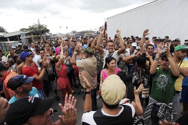 The number of Cubans strandred in Costa Rica for almost a month has reached close to 5,000 while countries in the region are closing their borders to a solution