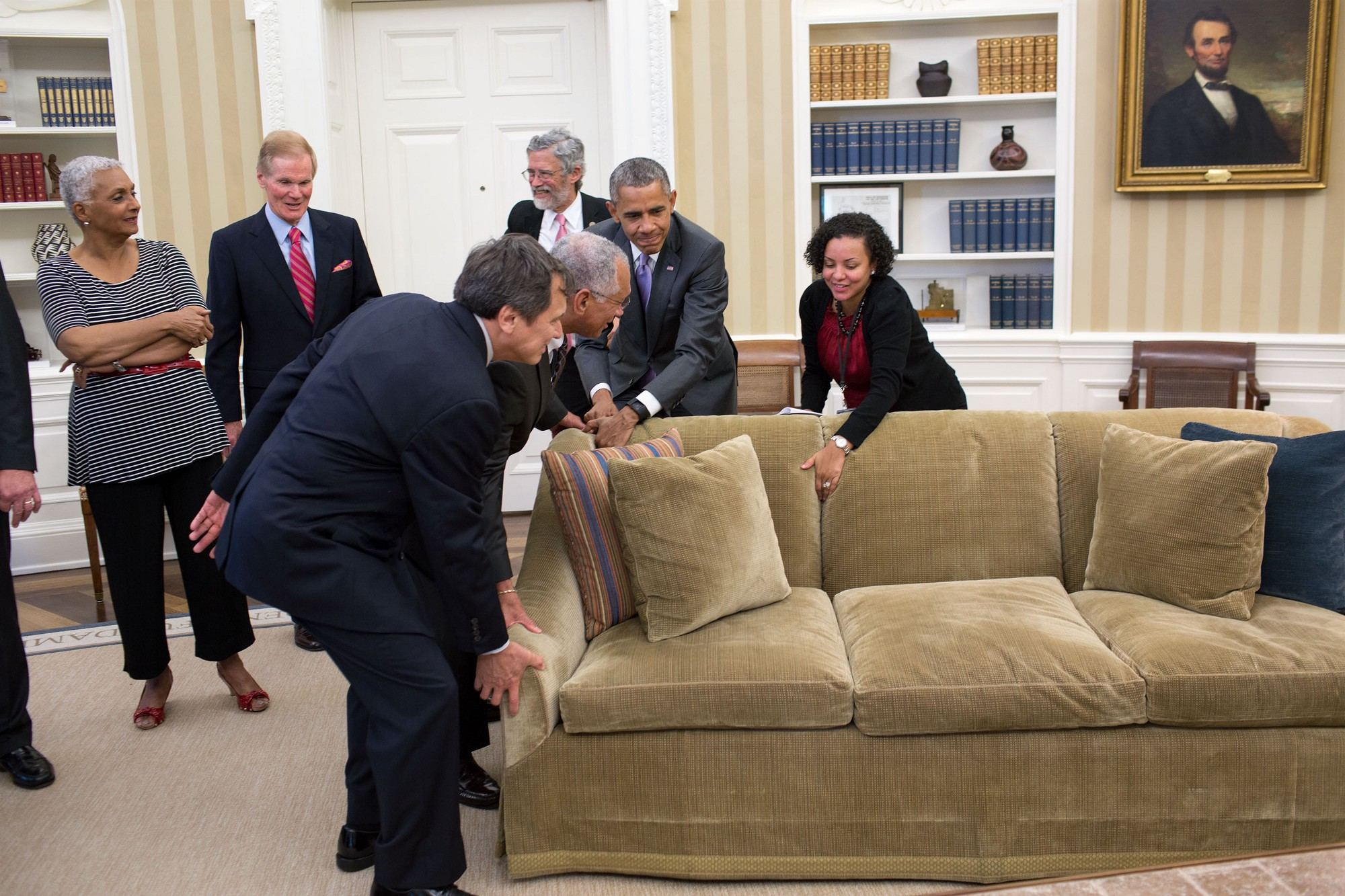 Tico Helps Obama Move His Sofa Q Costa Rica
