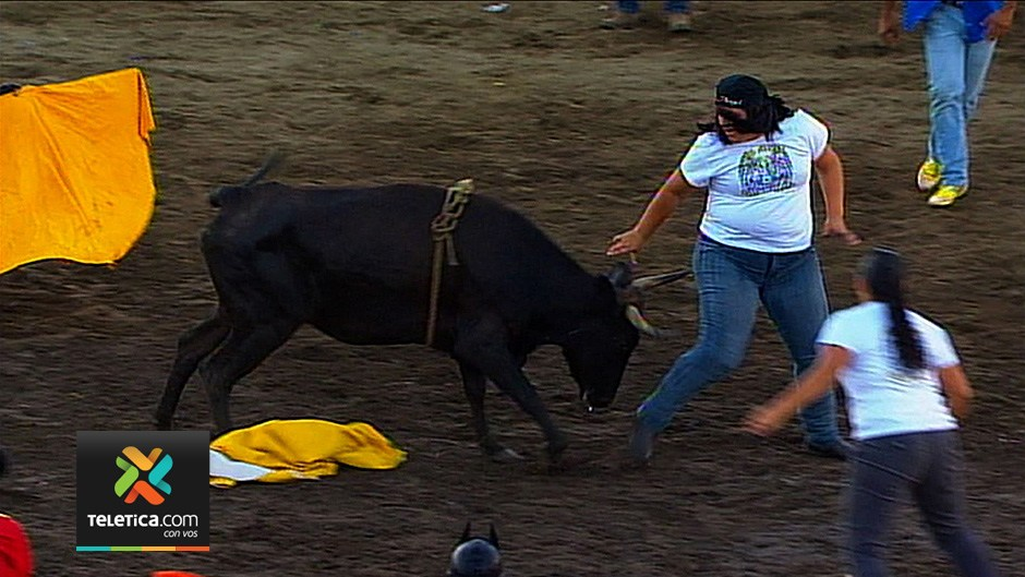 The bull ring in Costa Rica is not only for men.
