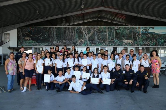 "Sixth-grade students from the California School in Alajuela graduated from the ""Know how to choose, know how to win"" counter-drug program on December 2nd, 2015. [Photo: Costa Rican Ministry of Public Security's Air Surveillance Service]"