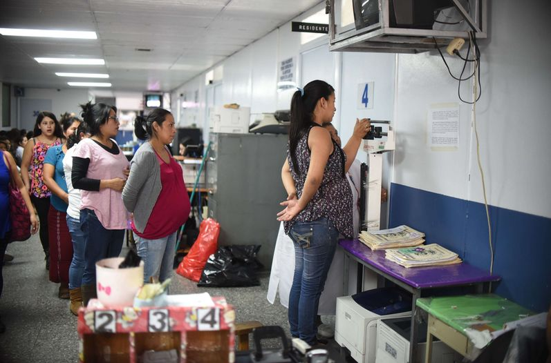 The list includes the countries of Latin America and the Caribbean that have confirmed virus circulation and applies to pregnant women. (AFP)