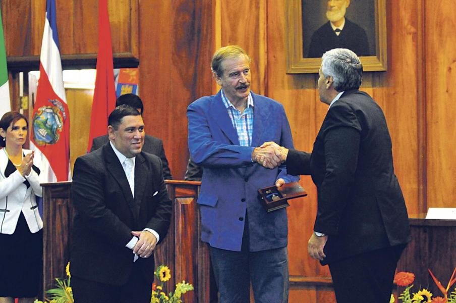 Former President of Mexico, Vicente Fox (middle, light blue suit)