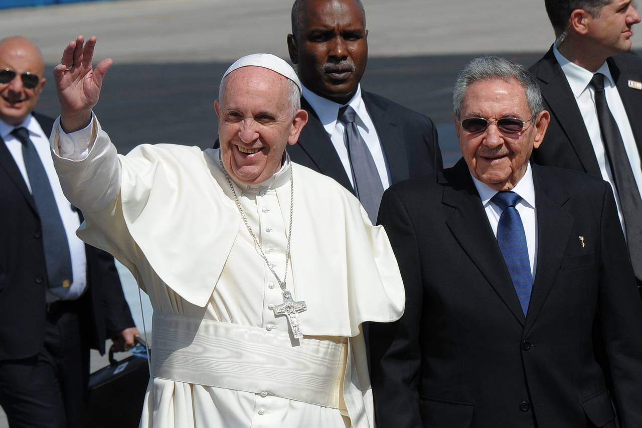 Pope Francis is welcomed by Cuban President Raul Castro in Havana Friday. The pope landed in Havana for a brief-but-historic first meeting with Patriarch Kirill of Moscow, leader of the Russian Orthodox Church. Photo: yamil lage/Agence France-Presse/Getty Images