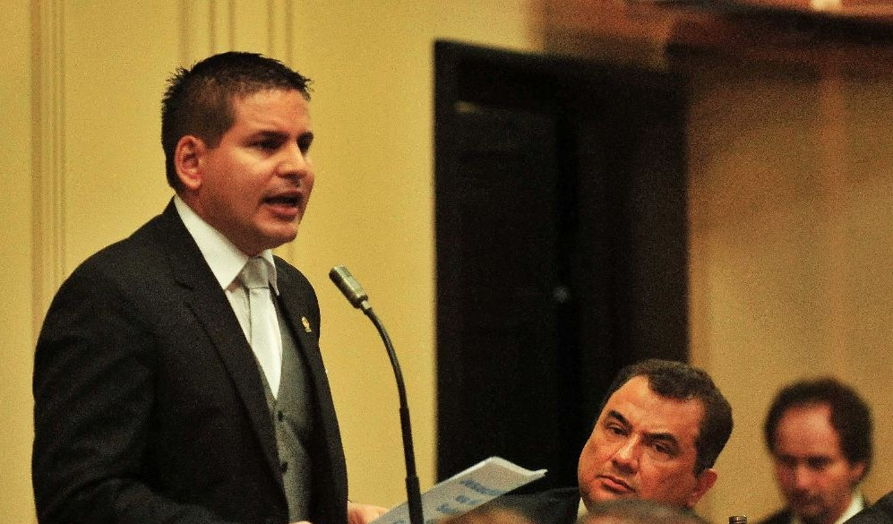Legisaltor Fabricio Alvarado condems taxi drivers for using violence to stop Uber drivers