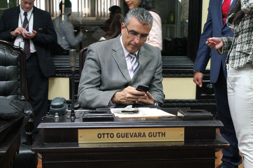 Legislator Otto Guevara is in favour of regulating or legalizing Uber