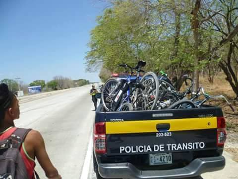 Traffic police in Guanacaste wage war against cyclists on major highways.