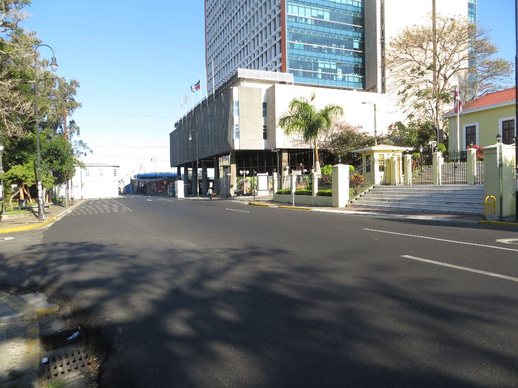 Avenida 7 in front of the INS building, the national insurance headquarters, is normally teeming with cars and pedestrians at this hour.