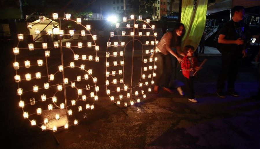 Image taken on Saturday March 19, 2016 shows people watching the light candles in the framework of the annual Earth Hour event in San Jose,Costa Rica.