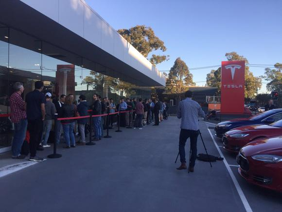A line formed ahead of Tesla's Australia store opening. Image source: Tesla Motors