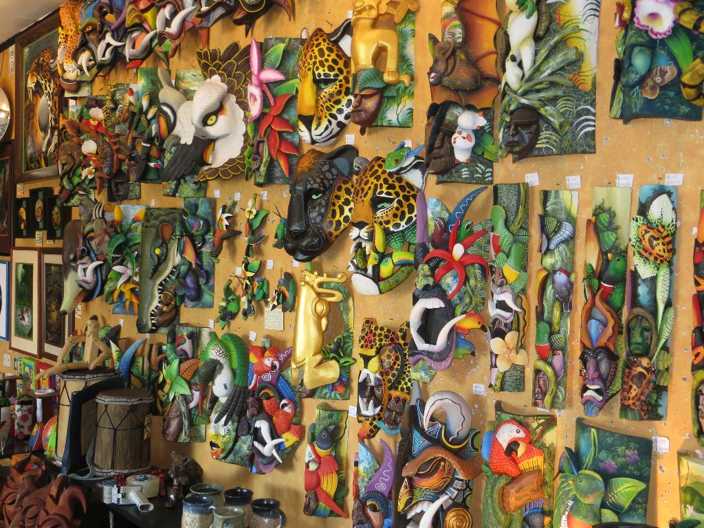 Brilliantly colored balsa-wood masks grab you attention as soon as you enter Galería Namu. These masks are the signature work of the Brunca Tribe from the highlands of southern Costa Rica.
