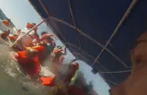 PAY-THIS-is-the-terrifying-moment-a-tourist-boat-sank