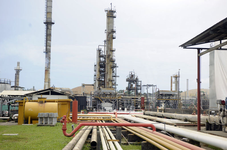 Costa Rica's refinery abandons Chinese oil refinery deal. In the photo the  Moín (Limón) refinery