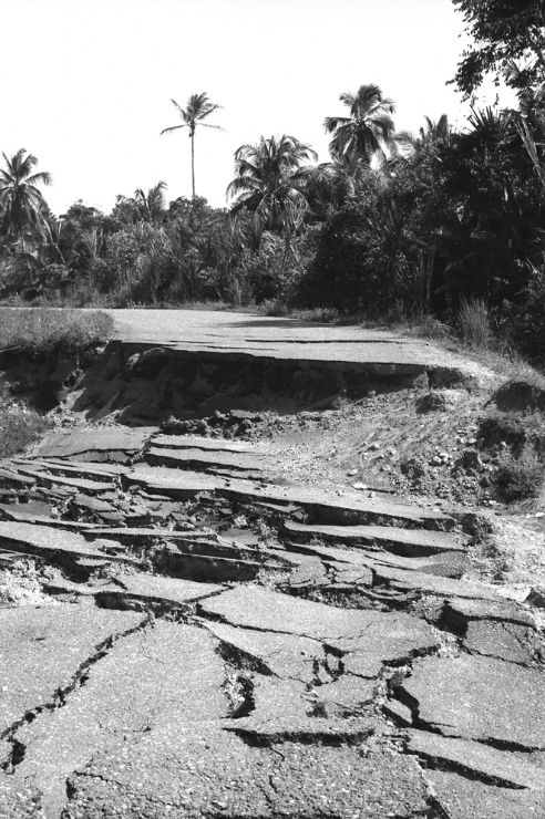 Limon to Cahuita road just after 1991 Limon Earthquake. Photo courtesy of Clive Graham http://www.flickr.com/photos/clivegraham/3375832858/in/photostream/
