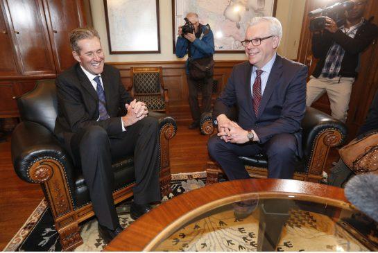 Manitoba Premier-elect Brian Pallister, left, meets former NDP premier Greg Selinger on Wednesday.