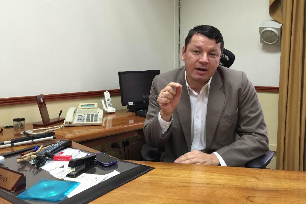 Oscar Lopez of the Partido Accesibilidad Sin Exclusión (PASE) is promoting a bill