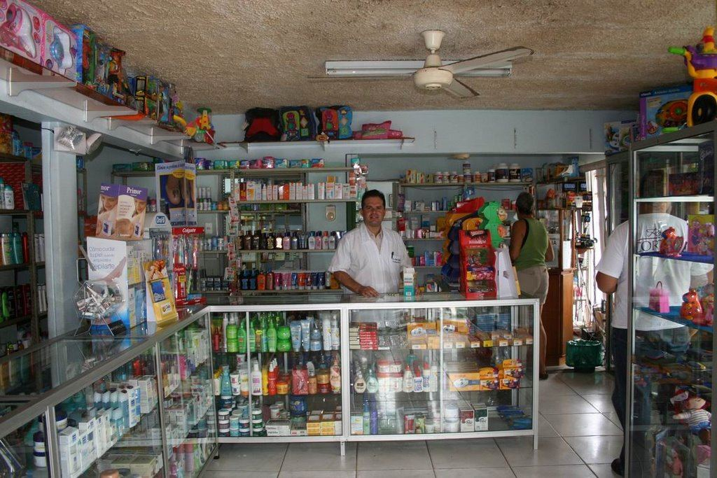 Local pharmacist in Costa Rica. Photo from yo-yoinparadise blog