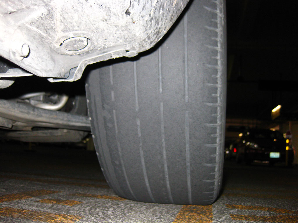 A bald tire like in the photo will not pass the Riteve vehicular inspection. So what is a driver to do? In Costa Rica there is always the option of renting for a few hours to pass the inspection, then...