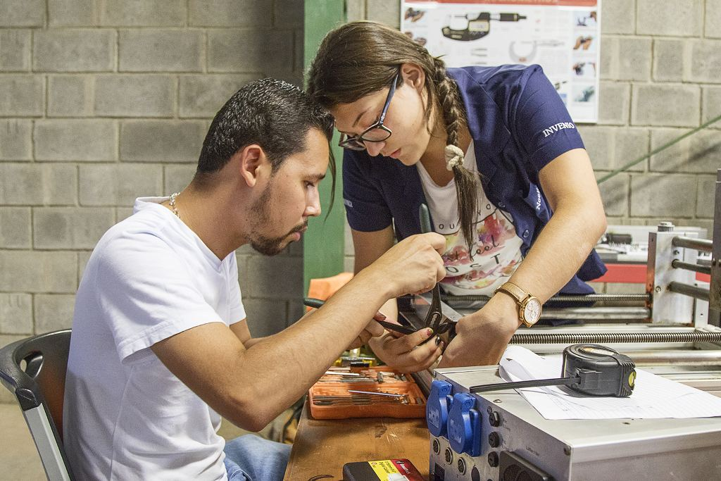 Noelia Blanco and Angel Vallejos assemble a router as their dual project for Mechatronics Studies at Invenio University in Cañas.