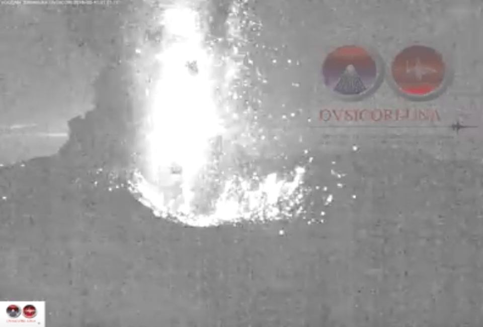 Screen capture Image from the OVSICORI video of the early morning Turrialba volcano eruption