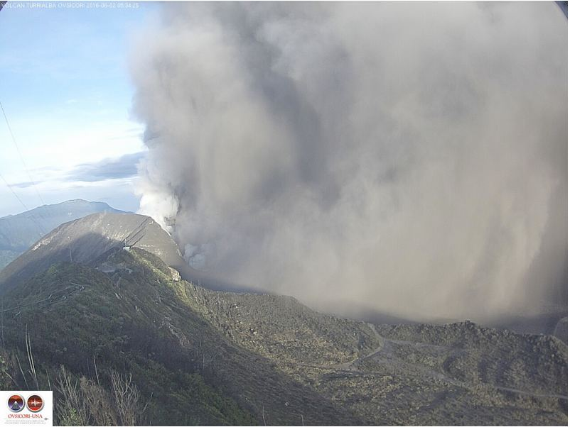 The Turrialba volcano this Thursday morning. Photo from the OVSICORI Fb page