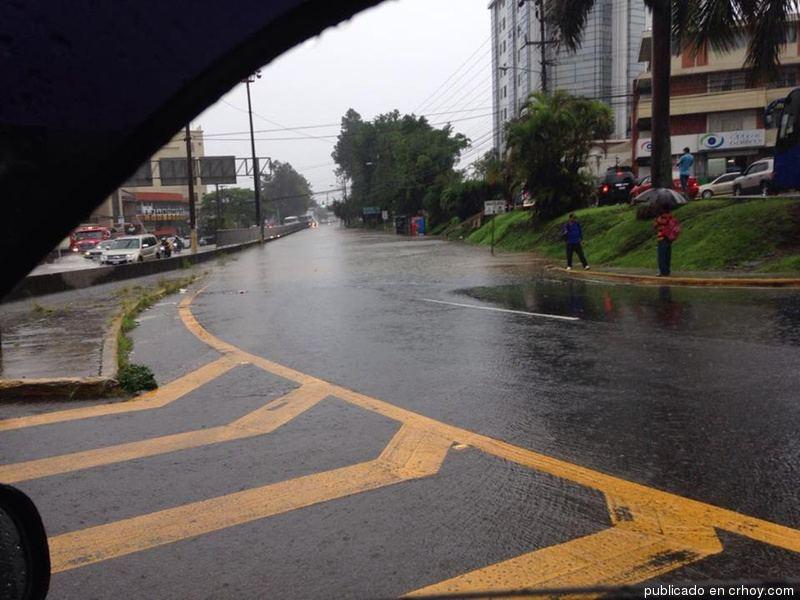 lluvia-mall-sanpedro