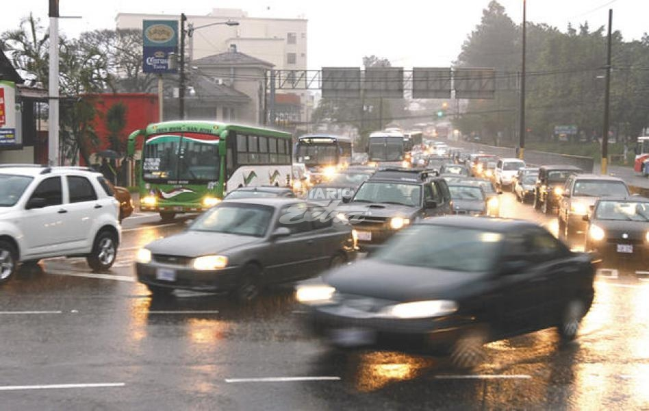 San Jose traffic during downpours (and even without). Photo from Diario Extra.
