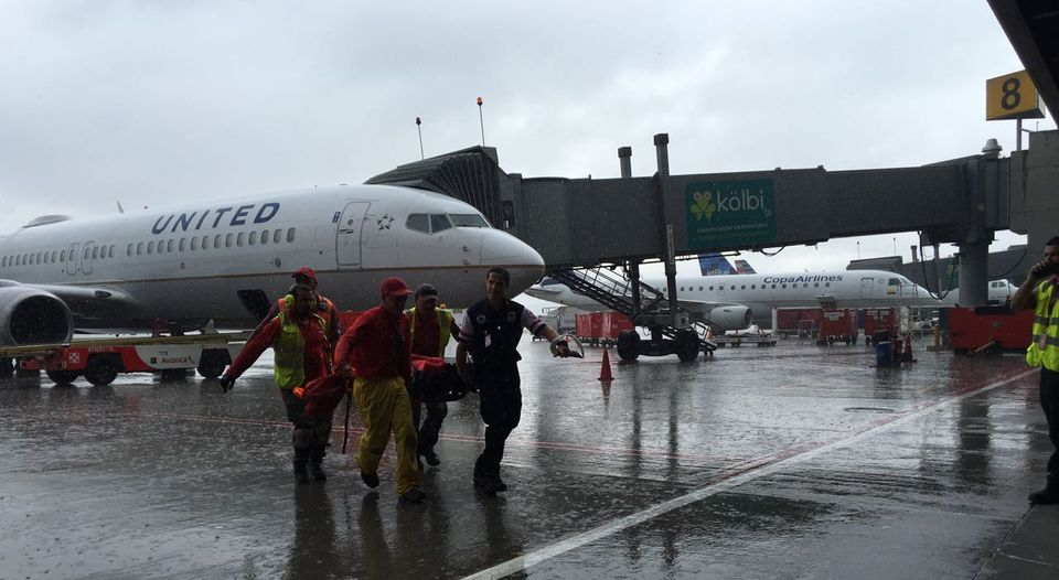 Three lightning strikes fell on the San Jose airport Friday afternoon. Eight people were affected, six had to be sent to hospital