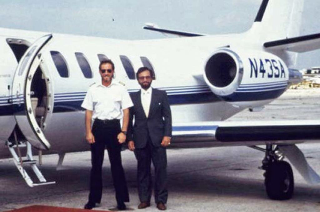 The real Robert Mazur (left) is seen here working with an undercover pilot.