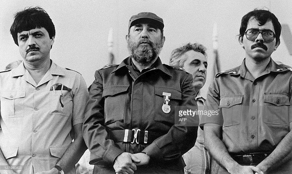 Cuban President Fidel Castro (C) poses with Nicaraguan President Daniel Ortega (R) and Nicaraguan vice-president Sergio Ramirez, on January 11, 198