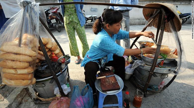 160712175156-street-food-city-ho-chi-minh1-exlarge-169