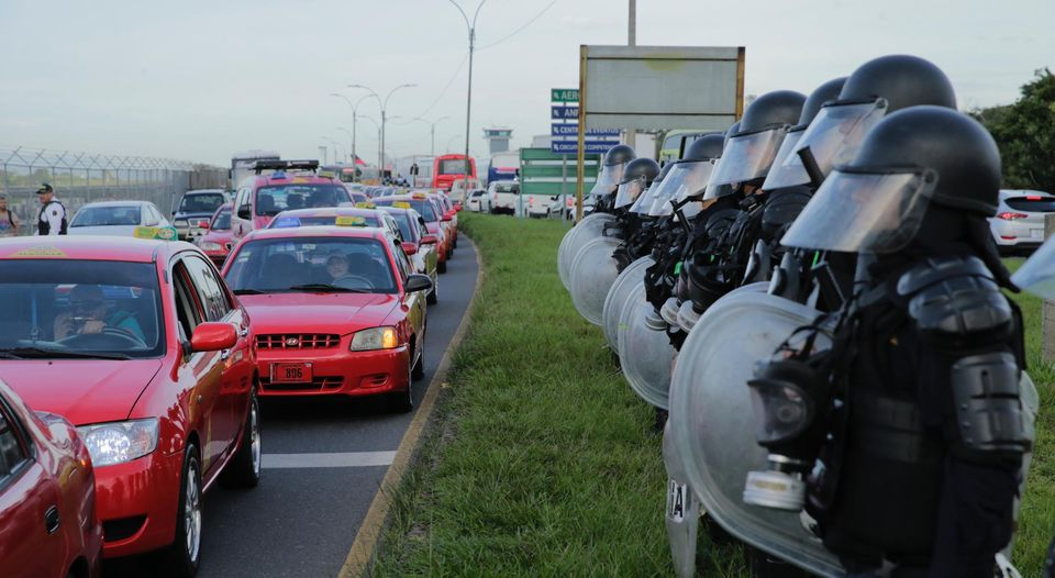 Taxi protest turns violent q costa rica - Taxi puerto de santa maria ...