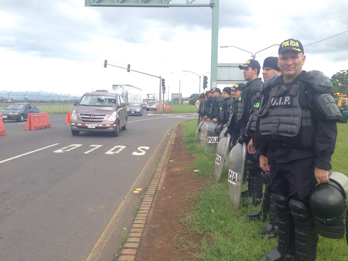The specialized police unit ensured movement of traffic in the area of the San Jose airport.